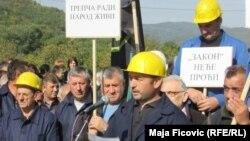 Pamje nga protesta e serbëve në veri gjatë ditës së premte kundër projektligjit për Trepçën.