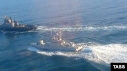 Захват украинских кораблей в Керченском проливе, архивное фото