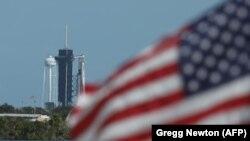 Тяжелая ракета-носитель «Фалькон-9» на стартовом комплексе 39A космического центра имени Кеннеди на Флориде, 15 ноября 2020 (архив)
