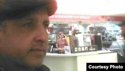 Өзбекстандық босқын Әбдірешид Кушаев Эстонияның Тарту қаласындағы дүкенде. Facebook әлеуметтік желісіндегі сурет.