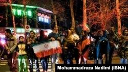 Люди святкують ухвалення рамкової ядерної угоди. Тегеран, 2 квітня 2015 року