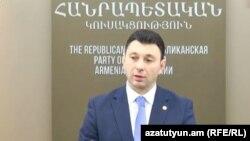 Заместитель председателя Национального Собрания Армении, пресс-секретарь правящей Республиканской партии Армении Эдуард Шармазанов (архивная фотография)