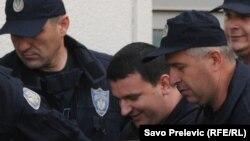 Duško Šarić u pratnji policije, maj 2011.