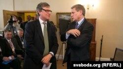 Пасол Вялікабрытаніі Брус Бакнэл і Лешак Бальцаровіч