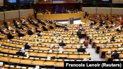 Президент Європейської ради Шарль Мішель виступає на надзвичайній пленарній сесії Європарламенту після ухвалення угоди про відновлення після пандемії, 23 липня 2020 року