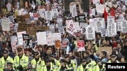 9 ноября сотни студентов вышли на улицы Лондона