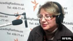 Իրավապաշտպան Լեյլա Յունուսը «Ազատություն» ռադիոկայանի Բաքվի ստուդիայում, արխիվ