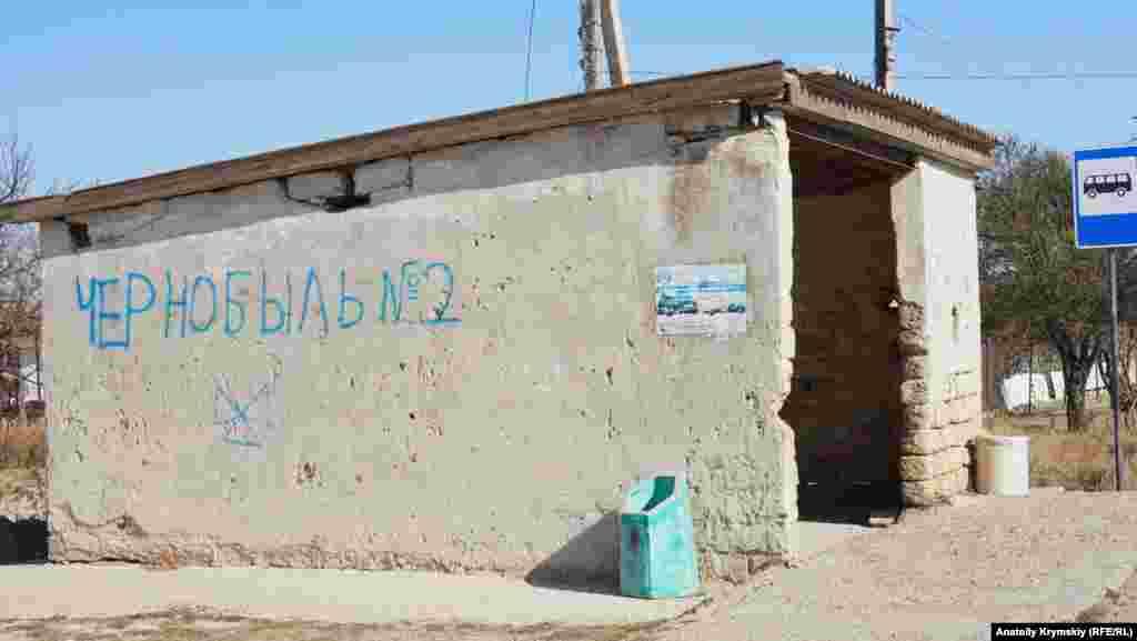 Köy avtobus turağında körgezmeli yazı. Köyge tek Ermeni Bazardan avtobus qatnay
