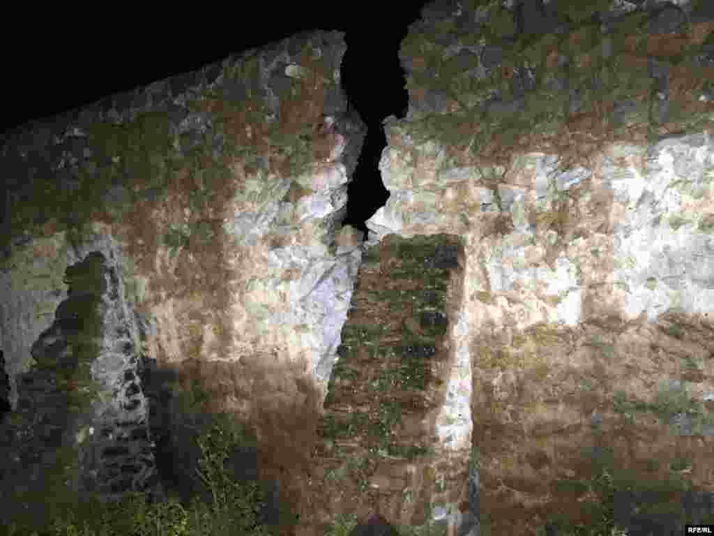 ჩამოწოლილმა მეწყერმა უძველესი ძეგლის ჩრდილოეთ კედელი დაანგრია.