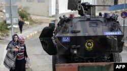 Турецькі силовики в місті Сілван, фото ще під час перемир'я 10 листопада 2015 року