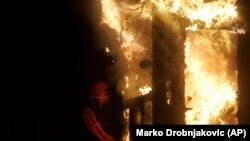 Zapaljena ambasada SAD-a u Beogradu, 21. februar 2008.