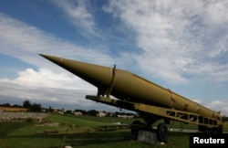 The INF pact bans deploying ground-launched cruise and ballistic missiles with a range of between 500 and 5,000 kilometers, such as this Soviet-era projectile. (file photo)