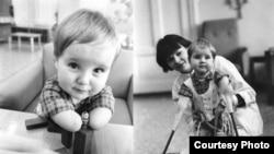 Фотографии маленького Вани, усыновленного американцами. Фото Александра Беленького.