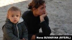 50 тысяч детей в Грузии живут в условиях крайней бедности – это дети, на содержание которых ежедневно тратится менее двух лари. Еще более двухсот тысяч детей находятся за чертой бедности – расходы на них составляют менее 4,5 лари ежедневно