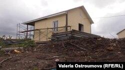 Один из недостроенных домов