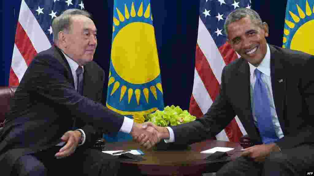 Президент США Барак Обама и президент Казахстана Нурсултан Назарбаев на двусторонней встрече во время 70-й сессии Генеральной Ассамблеи ООН. Нью-Йорк, 29 сентября 2015 года.