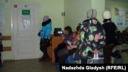 Ижевск. Больные дети в очереди к врачу