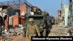 Войник от Украинската армия в района на Донбас