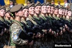 Украинские женщины-военнослужащие во время парада ко Дню Независимости Украины, 24 августа 2018 года