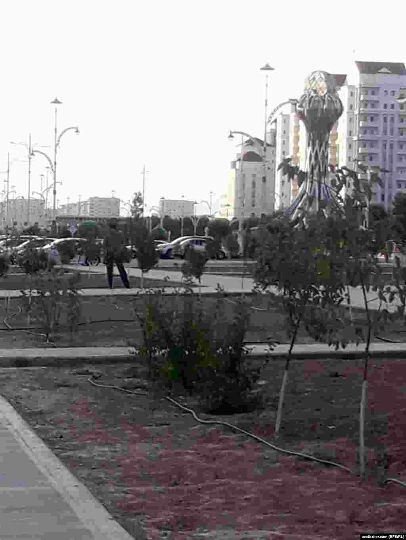 Соблюдение требования по ношению масок населением котролируют полиция и военнослужащие, Ашхабад,15 июля, 2020.
