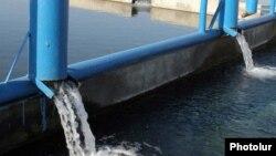 Un rezervor de apă pentru irigații în Armenia