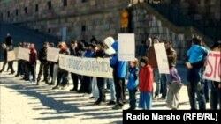 Швеци -- Шайн къоман стаг махкара ара ца ваккхар доьхуш, протесте бевлла лаьтта нохчий, СтокхIолм, 03Оха2013