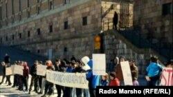 Швеци-- Нохчийн къомахх болу нах Оьрсийчоьне дIабаларна дуьхьал митинге арабевлла нах, СтокхIолм, 03Охан2013