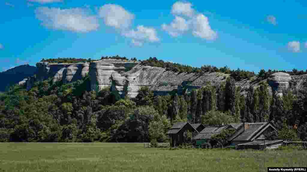 В 2010 в Танковом появился первый на полуострове музей под открытым небом «Рідне село». Четыре года спустя собственник скансена в силу сложившихся обстоятельств вынужден был поменять прежнее название на «Славянскую деревню». Больше фото Танкового по ссылке