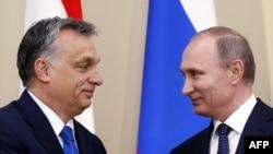 Віктор Орбан (л) і Володимир Путін (п) на прес-конференції в Ново-Огарьові під Москвою, 17 лютого 2016 року