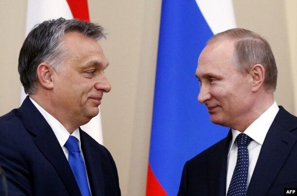 """У Виктора Орбана, неожиданно поддержавшего проект """"евроармии"""", хорошие отношения с Москвой"""