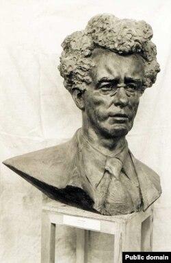 Iзі Харык. Скульптура работы Заіра Азгура. Канец 1980-х гг.