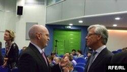Американскиот амбасадор Филип Рикер и претставник на ОБСЕ
