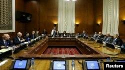 Представники сирійської опозиції на зустрічі зі Стаффаном де Містурою (2-й л), Женева, 1 лютого 2016 року