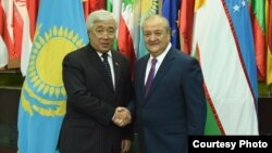 Министры иностранных дел Узбекистана и Казахстана (слева направо) Ерлан Идрисов и Абдулазиз Камилов. Фото взято с веб-сайта МИД РУз.