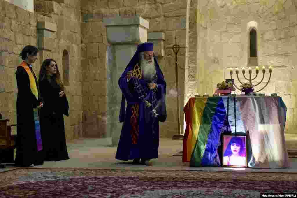 ტრანსგენდერი ქალის ხსოვნისთვისღვთისმსახურება მშვიდობის კათედრალში აღავლინეს.