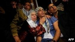 یکی از زندانیان آزاد شده که به خانوادهاش در نوار غزه پیوسته است