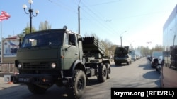 В Керчи перекрывают дороги ради репетиции военного парада, 2016 год