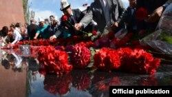 2016-жылдын баш оона жана аяк оона айларында кыргызстандыктар 1916-жылкы улуттук боштондук көтөрүлүштүн 100 жылдыгына арналган эскерүү жөрөлгөлөрүн өткөрүүнү улантышты.