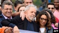 Luiz Inacio Lula da Silva la ieșirea din închisoare