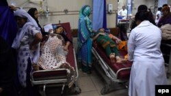 People affected by the heat wave receive medical treatment at a hospital in Karachi on June 23.