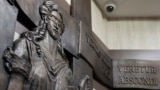 Барельеф древнегреческой богини Фемиды (богини правосудия) в Тверском суде