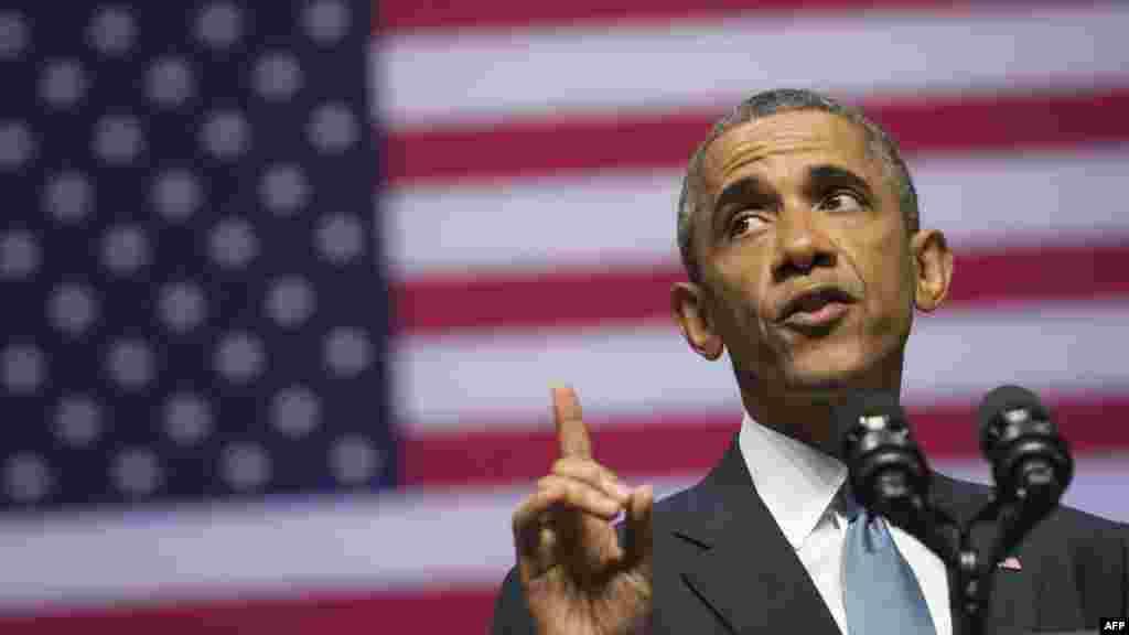 Президент США Барак Обама, находясь с визитом в Эстонии, 3 сентября заявил, что США никогда не признают аннексию Россией Крыма и любой другой части территории Украины. Он выразил солидарность с народом Украины. По словам Обамы, антиправительственные формирования в Украине финансируются и вооружаются Россией. После выступления в Таллине он отправился в Великобританию на саммит НАТО.