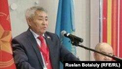 Кандидат в президенты Казахстана от КНПК Тургун Сыздыков. Астана, 4 марта 2015 года.