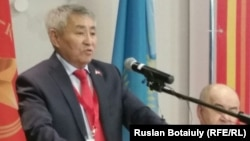 Қазақстан коммунистік халықтық партиясы президенттікке ұсынған Тұрғын Сыздықов. Астана, 4 наурыз 2015 жыл.