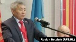 Кандидат в президенты от КНПК Тургун Сыздыков.