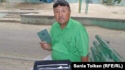 Житель города Жанаозен Темиргали Муйимов, работавший в компании «Каражанбасмунай» и получивший производственную травму. Актау, 14 августа 2016 года.