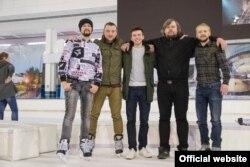 Дзьмітрый Халяўкін перад сэансам катаньня з фанатамі