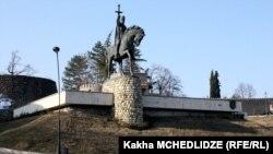 Памятник Ираклию Второму в Телави (архивное фото)