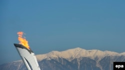 Олімпійський вогонь, який горів 2014 року на попередніх зимових Іграх у російському місті Сочі