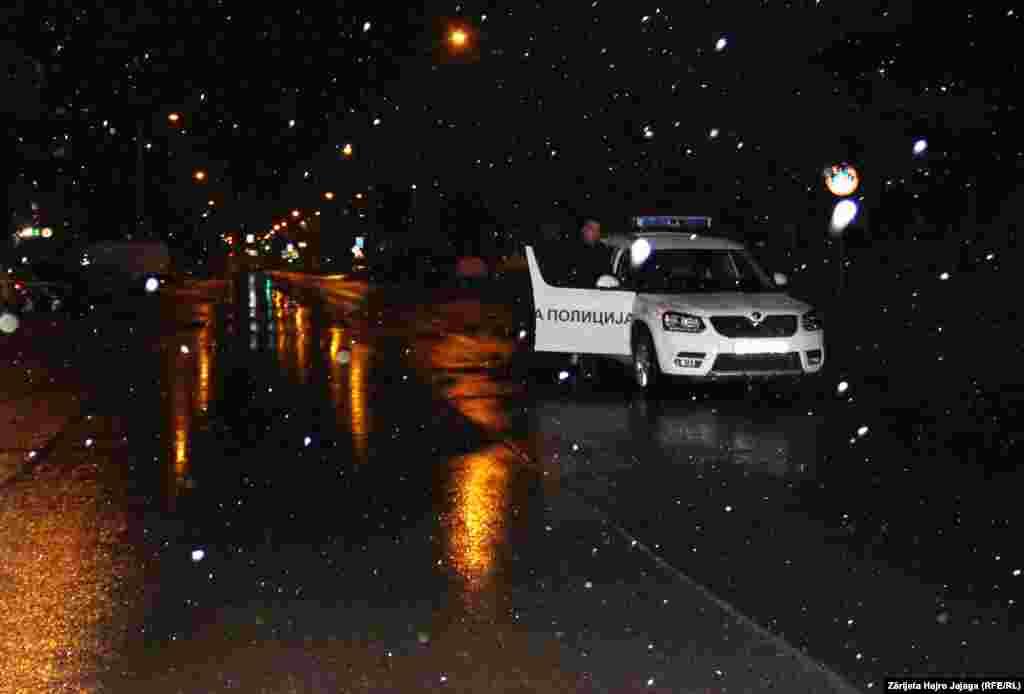 Patrulla policore në rrugë.